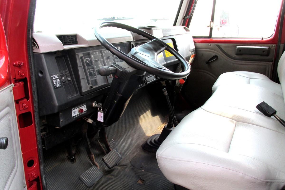 Simon RO TC2863 on 1997 International 4700 - Truck Interior