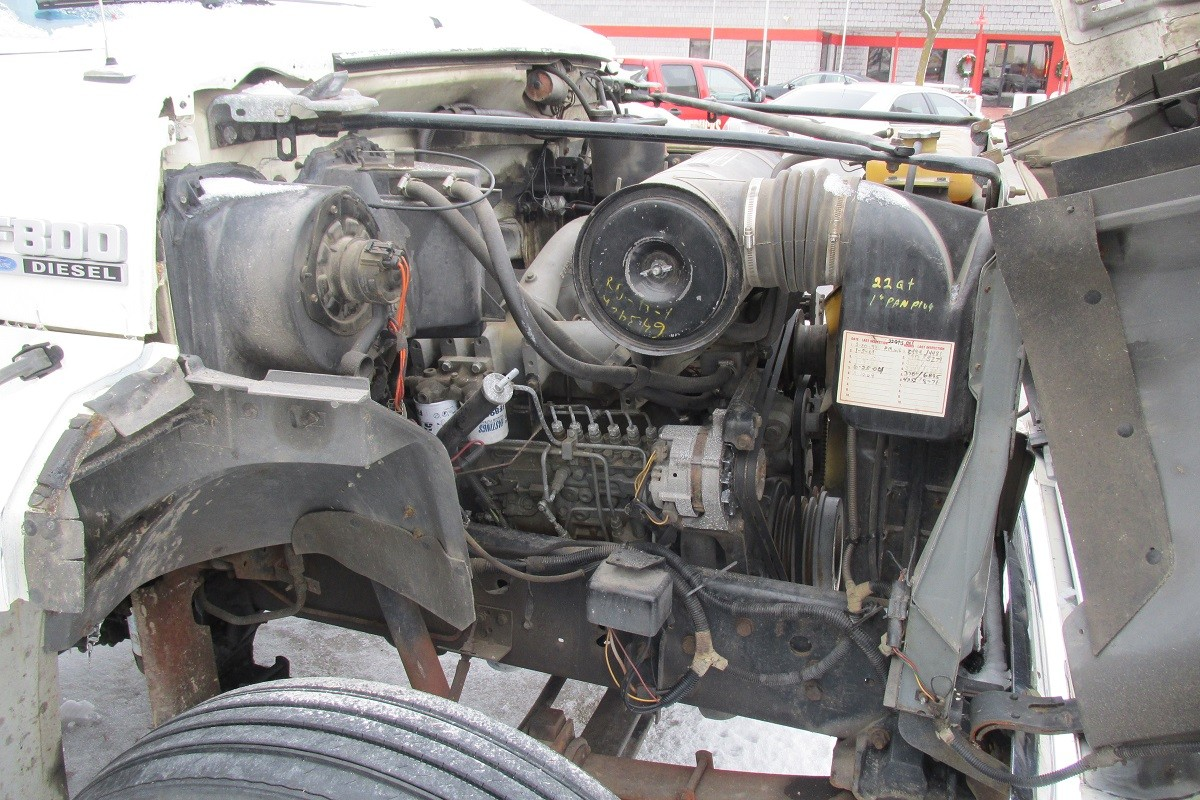 Used Ford F800 Engine Passenger side