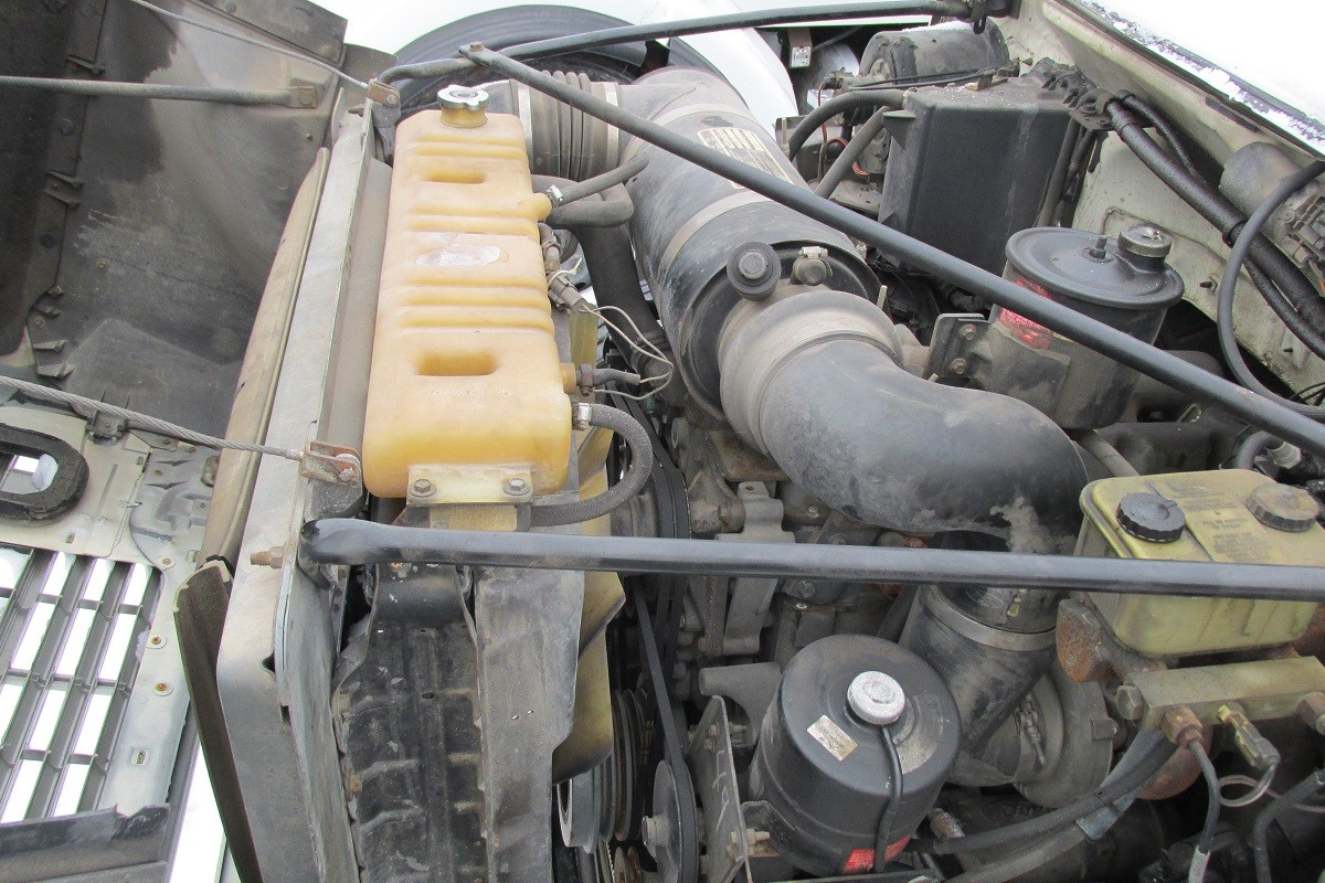 Used Ford F800 Engine Driver's side