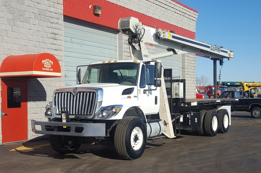 National 690E2 on 2012 International 7400 - Front driver's side