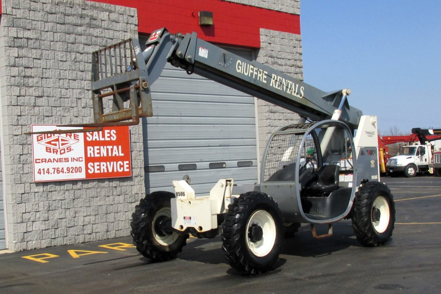 2006 Terex Telehandler TH-842C - Front Cab side