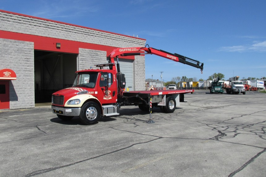 Fassi F110A.23 on 2014 Freightliner M2 106 - Boom extended 2