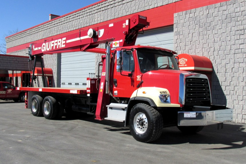 Terex BT4792 on 2015 Freightliner 108SD front curb side