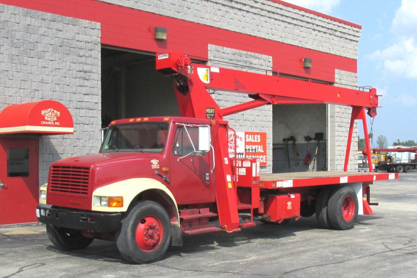 Simon RO TC2863 on 1997 International 4700 - Front Street Side