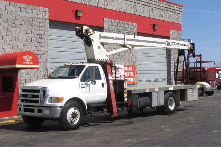 Terex BT3470 on 2007 Ford F750 - front street side view