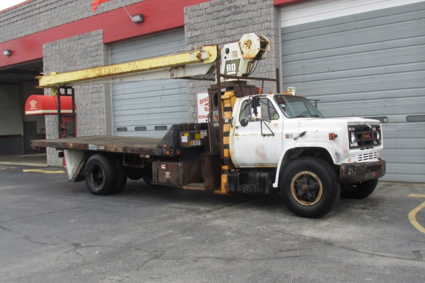 Simon RO 110-55 on 1986 GMC C7000 - Front Curb Side