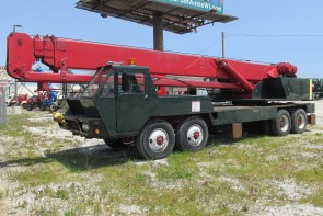 1972 P&H T300 30 Ton crane - Front street side view