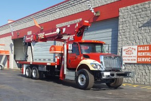 Terex BT4792 on 2017 International 7500 - Front curb side
